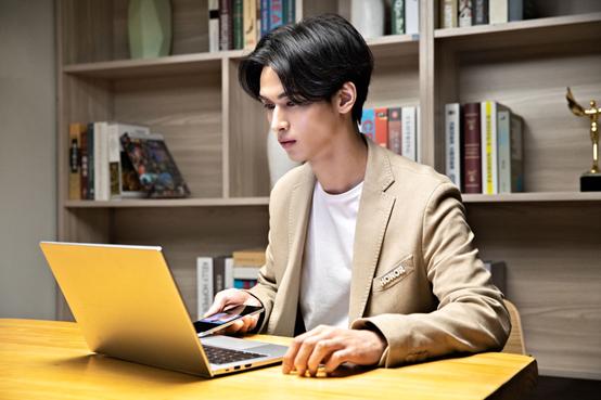 荣耀Play5正式发布:支持66W超级快充 售价2099元起 智能公会